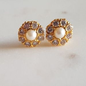 Jewelry - Floral post earrings